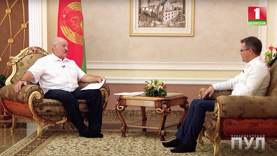 Лукашенко не надел обувь на интервью