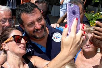 «Грязные схемы»: итальянские левые объединяются против Сальвини