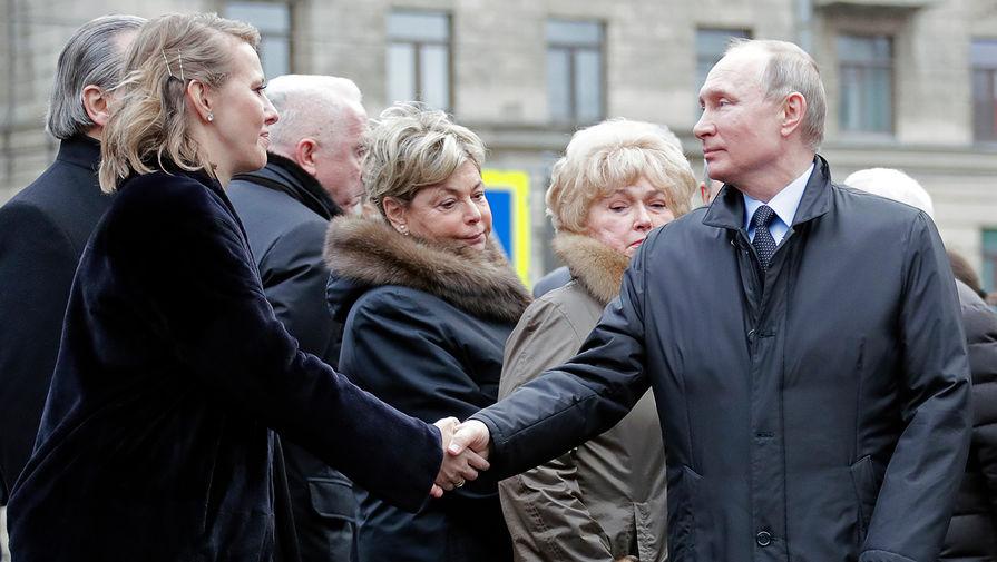 Путин пожал руку Собчак