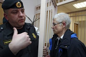 Прокурор попросил не пускать в церкви испортившего иконы петербуржца