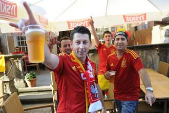 Футбольные болельщики перед матчем группового этапа Евро-2012