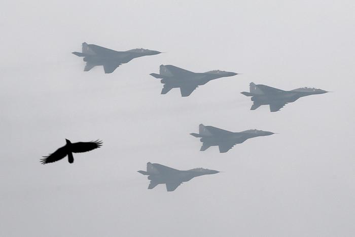 Самолеты МиГ-29 во время военного парада в честь Дня республики в Нью-Дели