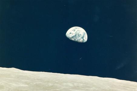 Редчайшие снимки NASA уйдут с молотка
