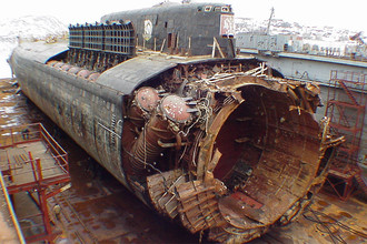 12 августа 2000 года. К-141 «Курск». Трагическая гибель всего экипажа подлодки (118 человек) в результате взрыва торпедного боезапаса и затопления лодки