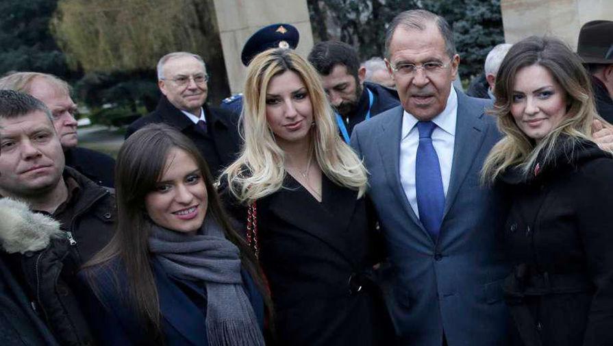 Фотография, на которой вместе с министром иностранных дел России Сергеем Лавровым оказался один из проходящих по делу о заговоре Неманья Ристич (крайний слева)