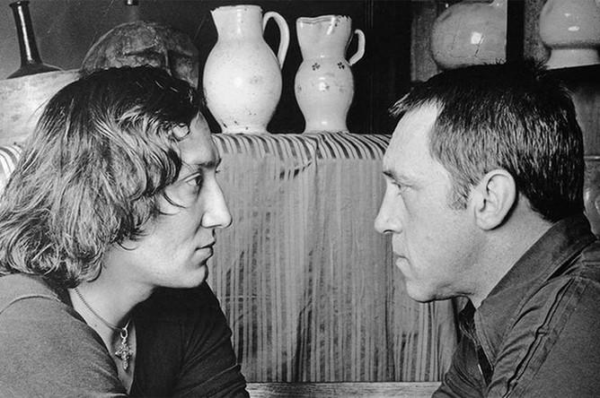 Владимир Высоцкий и Михаил Шемякин в парижской мастерской художника, 1977 год