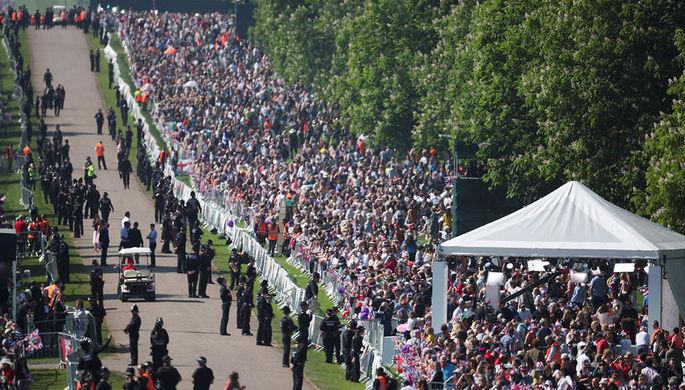Толпа на свадьбе принца Гарри и Меган Маркл в Виндзоре, 19 мая 2018 года