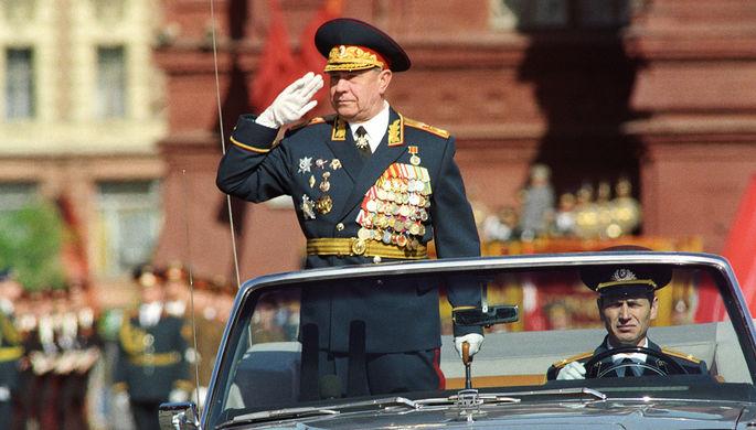 Министр обороны СССР Маршал Советского Союза Дмитрий Язов во время парада Победы в Москве, 9 мая 1990 года