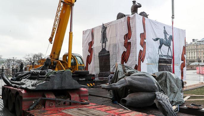 Выглядит иначе: на Манежной площади обновили памятник Жукову