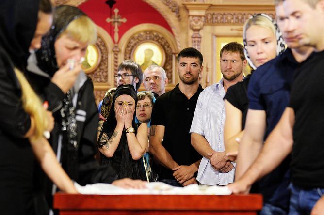 На церемонии прощания с погибшим чемпионом мира и Европы по пауэрлифтингу Андреем Драчевым в Хабаровске, 24 августа 2017 года