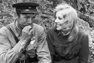 Андрей Мартынов и Ольга Остроумова в фильме «А зори здесь тихие...» (1972)
