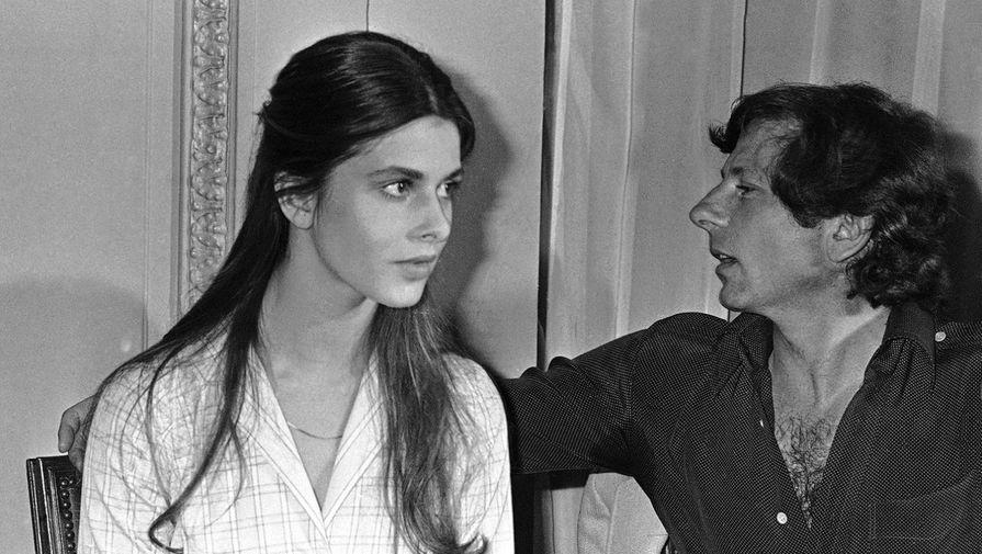 В 15 лет Кински познакомилась с режиссером Романом Полански, с которым она встретилась во время двойного свидания. Он предложил ей профессионально заняться актерской профессией и пойти на курсы исполнительского мастерства в Лос-Анджелесе, куда Кински переехала на полгода. Комментируя уголовное дело, которое завели в США на Полански по делу о совращении несовершеннолетней, Кински назвала его обвинителей лицемерами и призналась, что «любила и будет любить» Полански. На фото: Роман Полански и Настасья Кински на Каннском кинофестивале, 1979 год