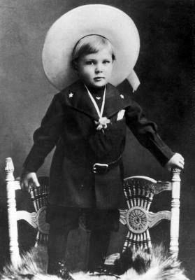 Двухлетний Купер в костюме ковбоя, 1903 год