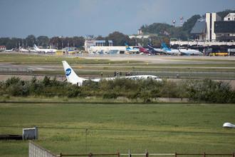 Самолет Boeing 737-800 авиакомпаниии Utair, рейса Москва- Сочи, совершил аварийную посадку в Сочи.