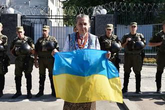 Гражданка Украины у посольства России в Киеве, 2016 год