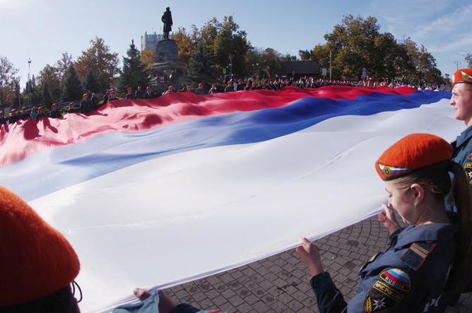 Участники акции «Флаг моего государства» в честь Дня народного единства в Севастополе, 4 ноября 2018 года