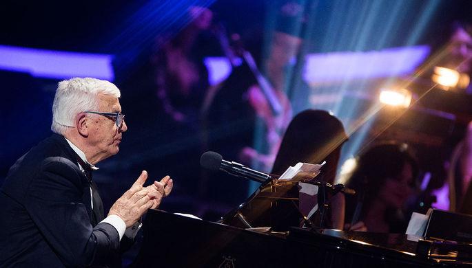 Раймонд Паулс на своем творческом вечере «Святая к музыке любовь»
