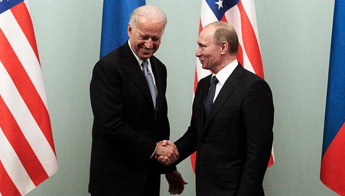 Владимир Путин и Джо Байден во время встречи, 2011 год