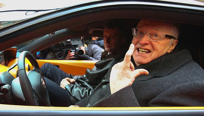 Владимир Жириновский в салоне автомобиля «Ё-мобиль»