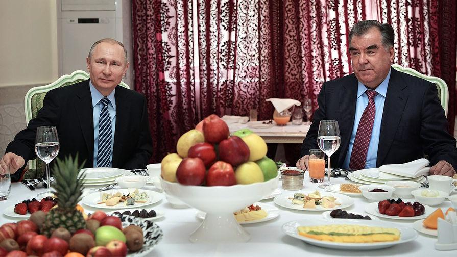 Президент России Владимир Путин и президент Республики Таджикистан Эмомали Рахмон во время рабочего...