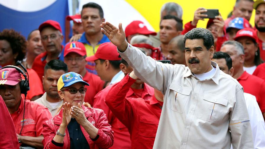 Заселившихся в посольство Венесуэлы в США протестующих начали выдворять