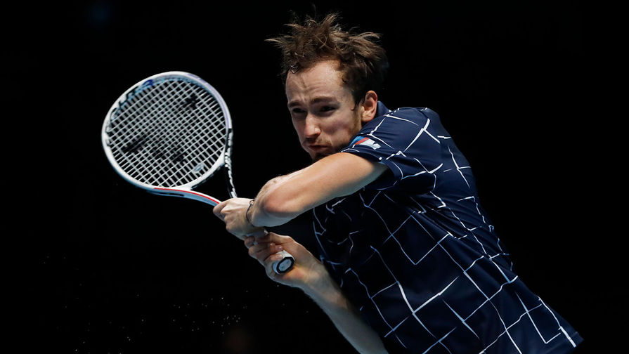 Даниил Медведев (Россия) в финале одиночного разряда итогового турнира Ассоциации теннисистов-профессионалов (АТР) против Доминика Тима (Австрия) в Лондоне, 22 ноября 2020 года