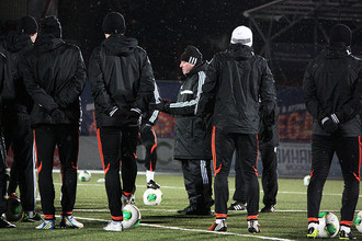 Александр Тарханов на знакомом ему стадионе «Родина» готовит «Урал» к матчу с «Динамо»