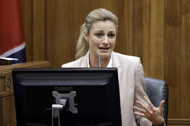 Эрин Эндрюс в зале суда