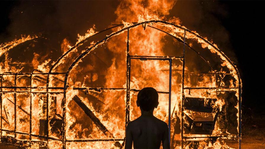 Кадр из фильма «Пылающий» (2018)