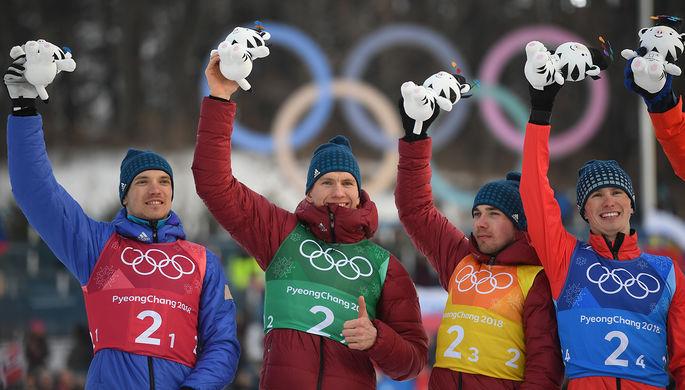 Российская лыжника Юлия Белорукова (в центре) после победы на этапе Кубка мира