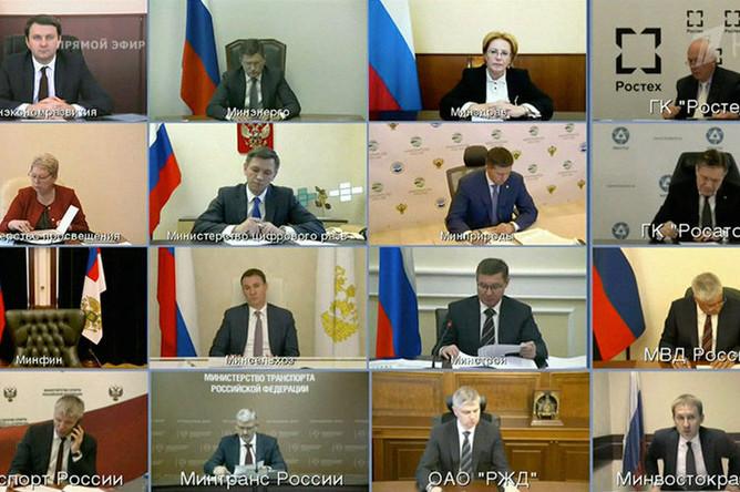Члены правительства во время «прямой линии» с президентом России Владимиром Путиным в Москве, 7 июня 2018 года