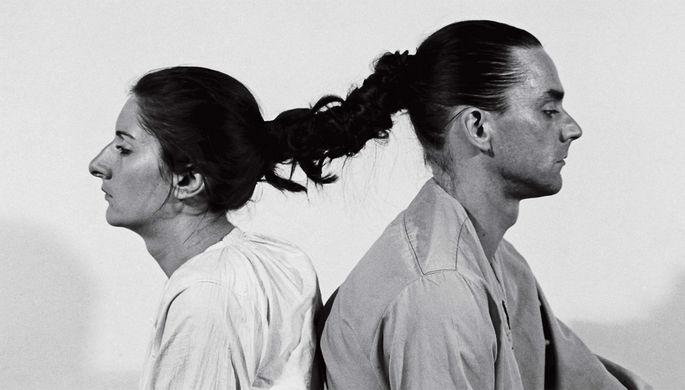 Улай и Марина Абрамович во время перформанса «Отношения во времени»