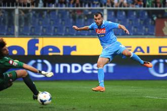 Горан Пандев забивает свой второй гол в матче