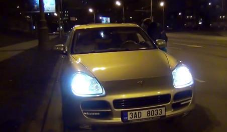 �������� Porsche Cayenne � �������� ��������, ���������� �� ������ ����, ��-�������� �� �����