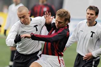 Последний раз «Амкар» и «Торпедо» встречались в Премьер-лиге еще в 2006 году, когда за столичный клуб выступал Константин Зырянов (справа на заднем плане)