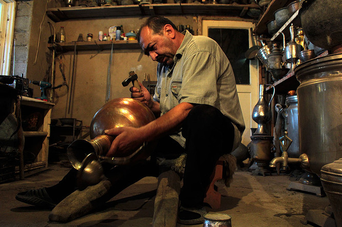 В древнем городе Дербенте все еще можно встретить мастеров давно позабытых ремесел