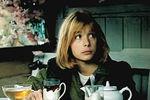 В1986 году Глаголева снялась вфильме своего мужа «Зонтик дляновобрачных» вместе слегендой советского кинематографа Алексеем Баталовым. «Мы должны помнить, что Баталов был очень достойным человеком. Не говоря уже отом, что это был великий актер. Унего не было проходных ролей. Это была прежде всего личность – и это чувствуется во всех его работах», — вспоминала она. Нафото: Вера Глаголева вфильме «Зонтик дляновобрачных» (1986)