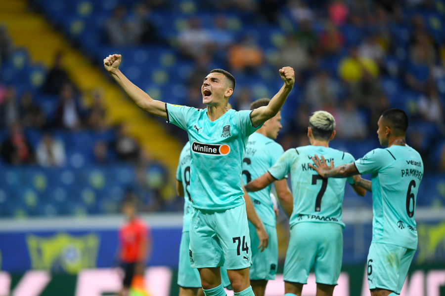 Игрок «Краснодара» Эдуард Сперцян празднует гол вворота «Ростова»