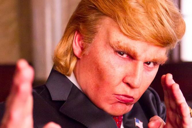 Джонни Депп в роли Дональда Трампа в фильме «Искусство заключать сделки» (2016)