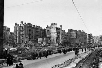 Освобождение Киева от фашистских захватчиков. На фото: разрушенный Крещатик, ноябрь 1943 года
