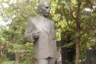 Могила Семёнова на Новодевичьем кладбище Москвы