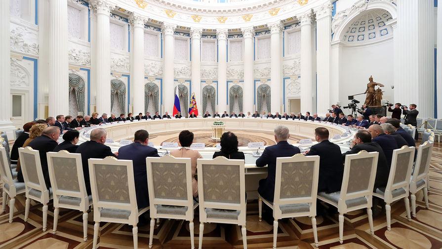 Президент России Владимир Путин во время встречи с руководством Госдумы и Совета Федерации, 24 декабря 2019 года