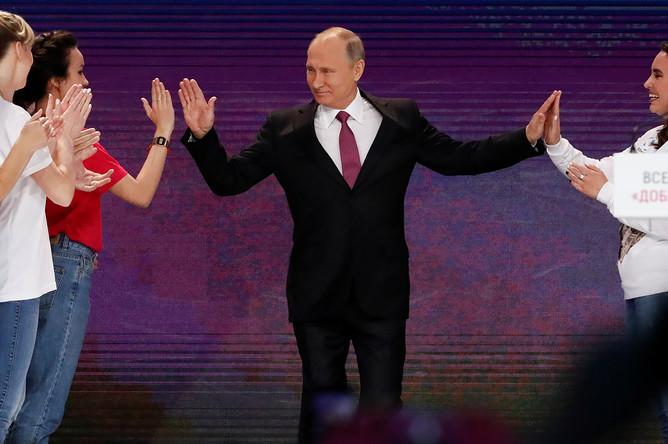 Владимир Путин на церемонии вручения премии «Доброволец России- 2017» во дворце спорта «Мегаспорт» в Москве, 6 декабря 2017 года