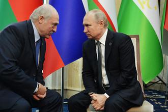 Президент Белоруссии Александр Лукашенко и президент России Владимир Путин во время встречи на полях саммита Шанхайской организации сотрудничества в Бишкеке, июнь 2019 года