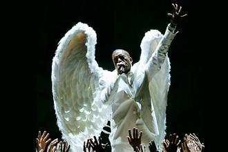 Канье Уэст во время исполнения песни «Jesus Walks» на церемонии «Грэмми» в Лос-Анджелесе, 2005 год
