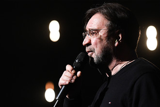 Юрий Шевчук и «ДДТ» во время концерта в «Олимпийском», 5 марта 2017 года