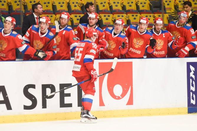 Хоккеисты сборной России отмечают заброшенную шайбу