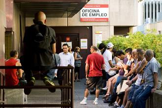 Очередь в центр занятости в Испании