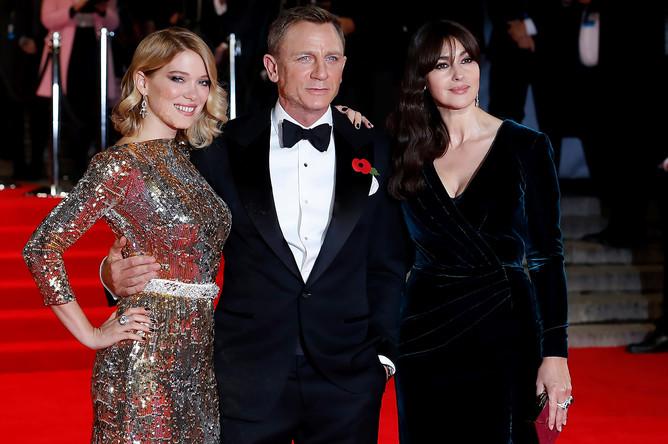 Леа Сейду, Дэниэл Крэйг и Моника Беллуччи на премьере фильма «007: Спектр» в Лондоне