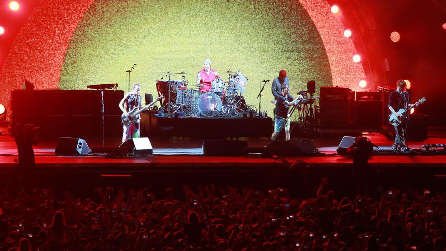 Группа Red Hot Chili Peppers выступает на фестивале Park Live в Москве